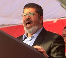 Reanudan uno de los juicios contra Morsi