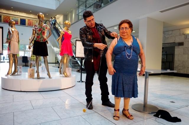 """Mujeres mayores de LA celebrarán su """"quinceañera"""""""