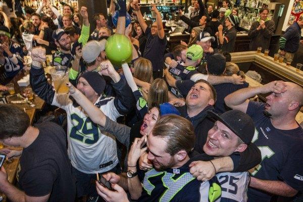 Multitudinarios festejos por el triunfo de Seattle en el Súper Bowl (Video)