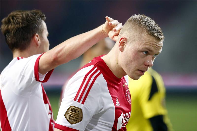 Ajax derrota al Groningen con apuros