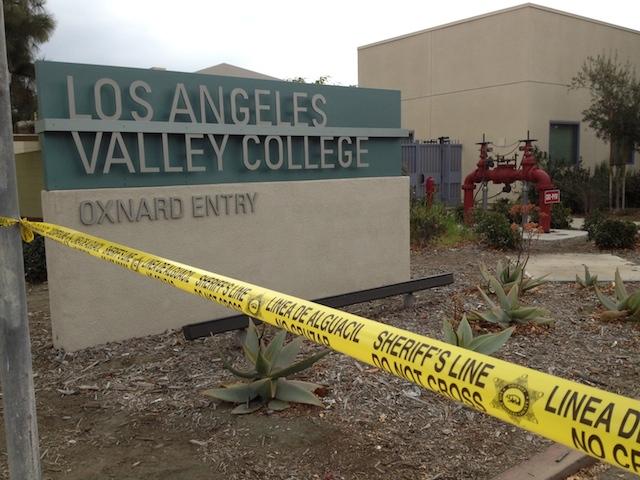 Arrestan exestudiante por amenaza a LA Valley College