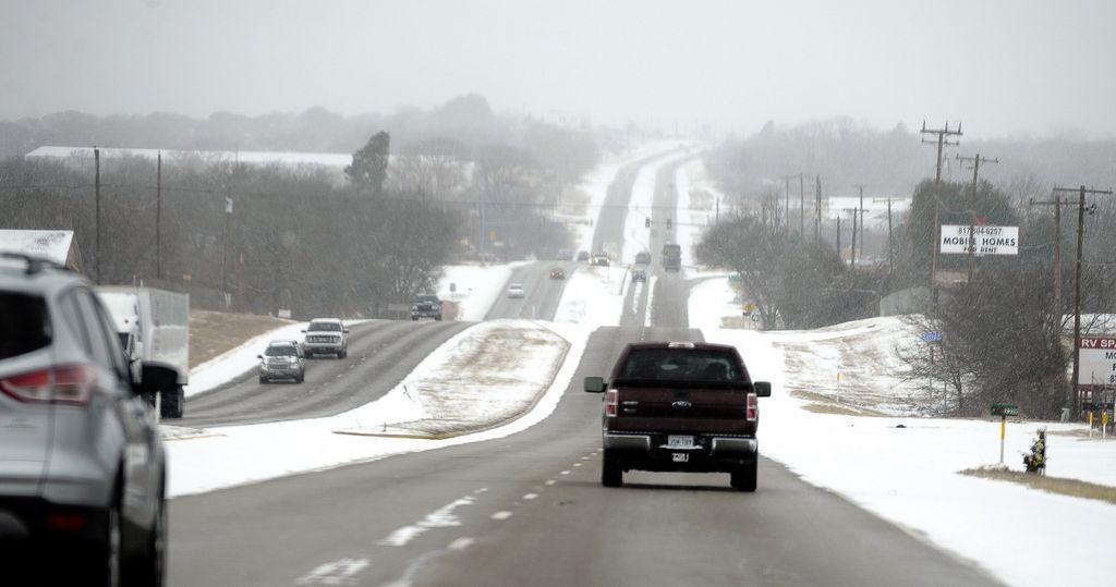 Hielo provoca choques y caos en carreteras de Texas