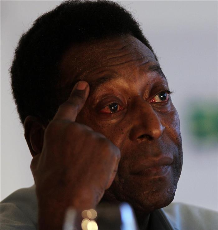 """Pelé admite estar """"triste"""" por los retrasos en las obras del Mundial"""