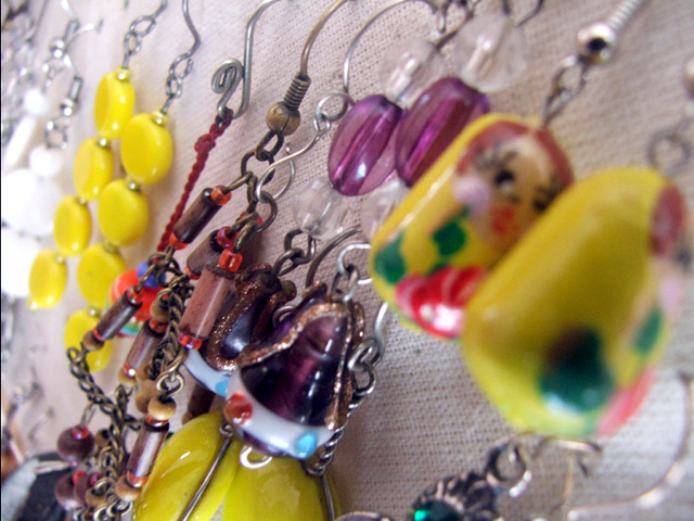 DIY jewelry holder: organizing earrings