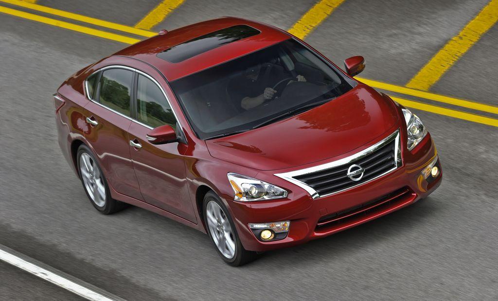 Excelente economía de combustible, fuerte desempeño y funcionalidad familiar: Nissan Altima.