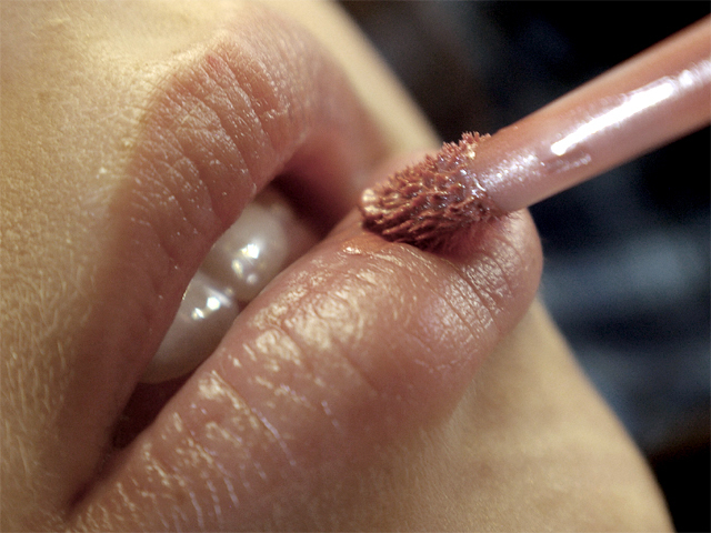 3 signs your lip gloss expired