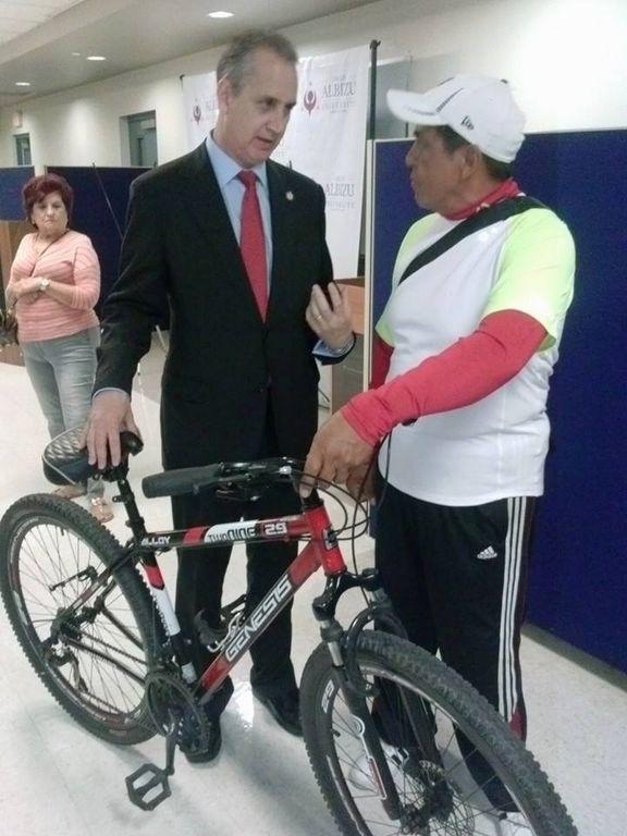 Inmigrante hará mil millas en bicicleta contra deportaciones