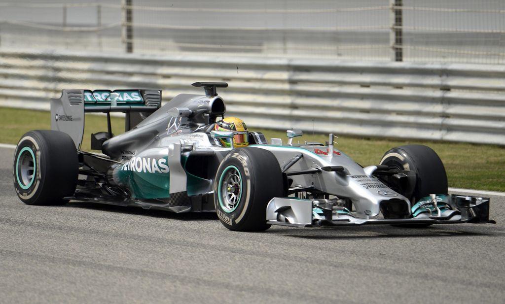 Hamilton confirma la supremacía de Mercedes en Barhain