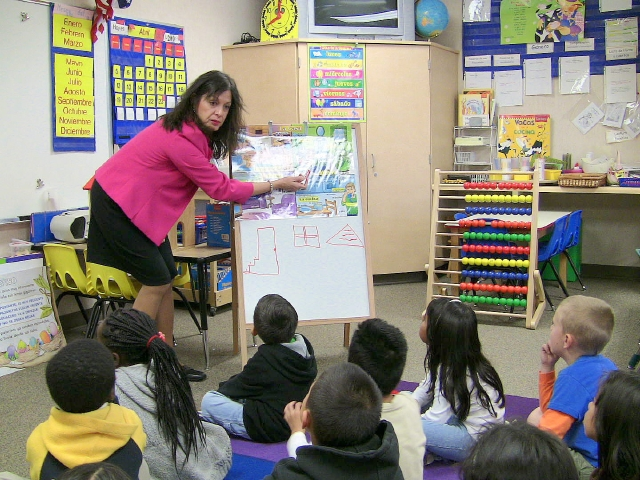 Proponen eliminar enseñanza sólo en inglés en California