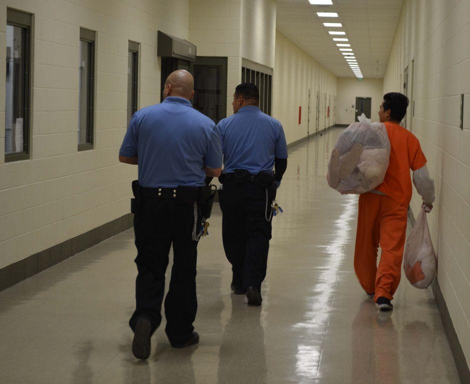 """En los últimos dos años, ICE ha emitido cerca de 400,000 """"detainers"""", ordenes de retener a presos en cárceles locales. (Foto: proporcionada)"""