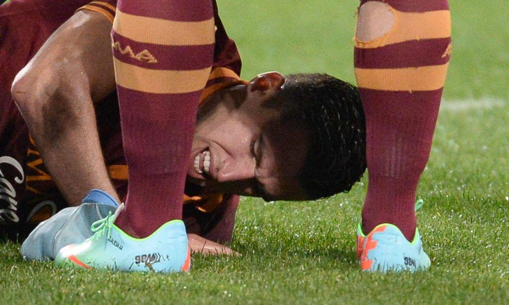 La Roma cae ante Napoli y se aleja de la pelea por el título