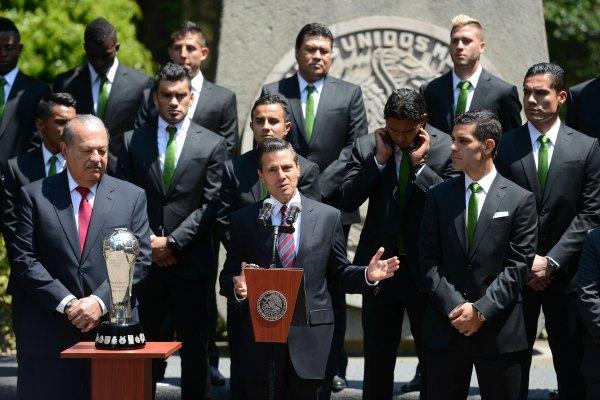 Peña Nieto recibe a los jugadores de León