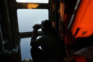 Amplían zona de búsqueda de avión desaparecido (videos)
