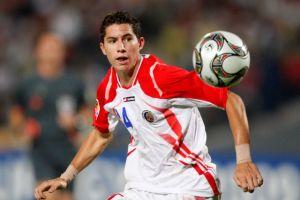 Bryan Oviedo apunta a Brasil