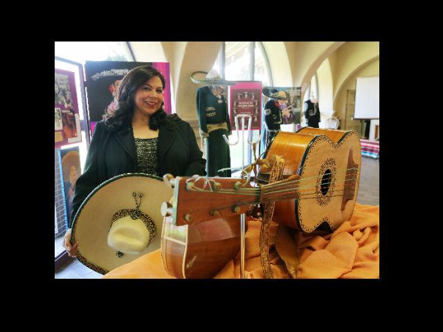 Mujeres mariachis son recordadas en exhibición