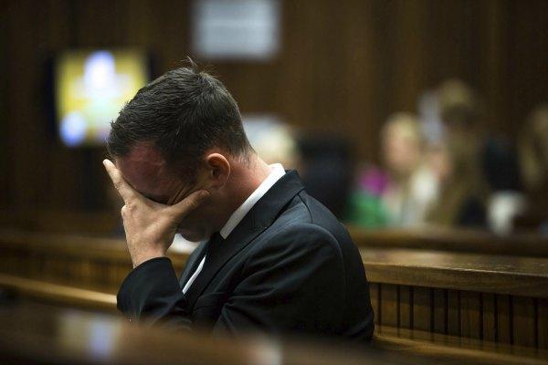Pistorius encargó seis armas antes del asesinato de su novia