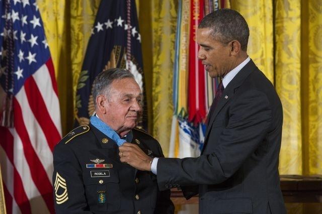 Veteranos reciben merecidas medallas de manos de Obama