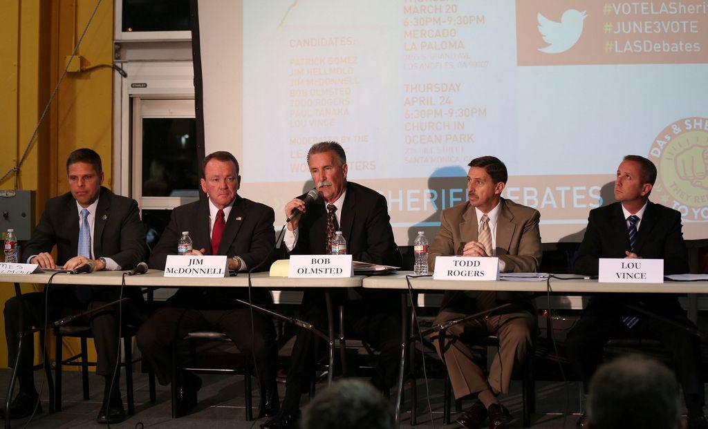 Candidatos a Sheriff de LA exponen ideas, pero sin debatir