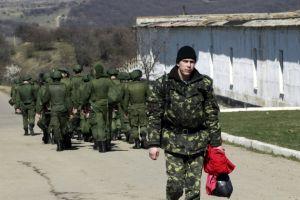 Soldados rusos asaltan base aérea ucraniana