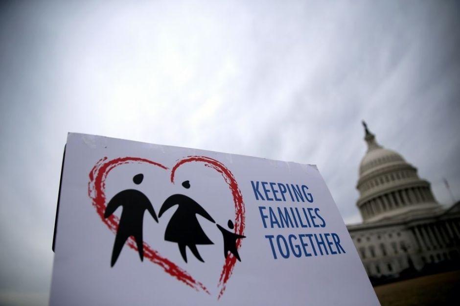 Demócratas buscan forzar voto sobre reforma migratoria