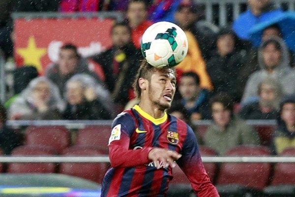 Doblete de Neymar y Barça se aferra al título (Video)