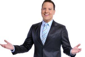 """Raúl González """"sorprende"""" uniéndose a Telemundo"""