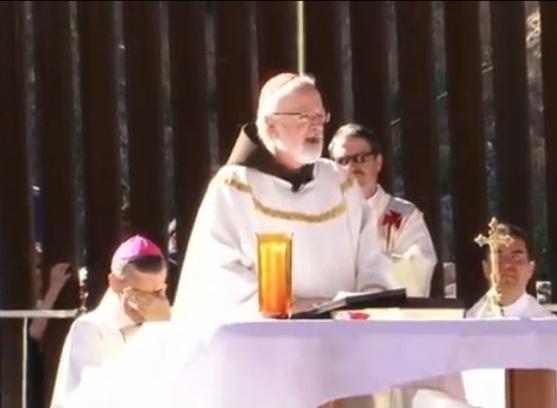 Ofician misa por muertos en frontera con México (video)