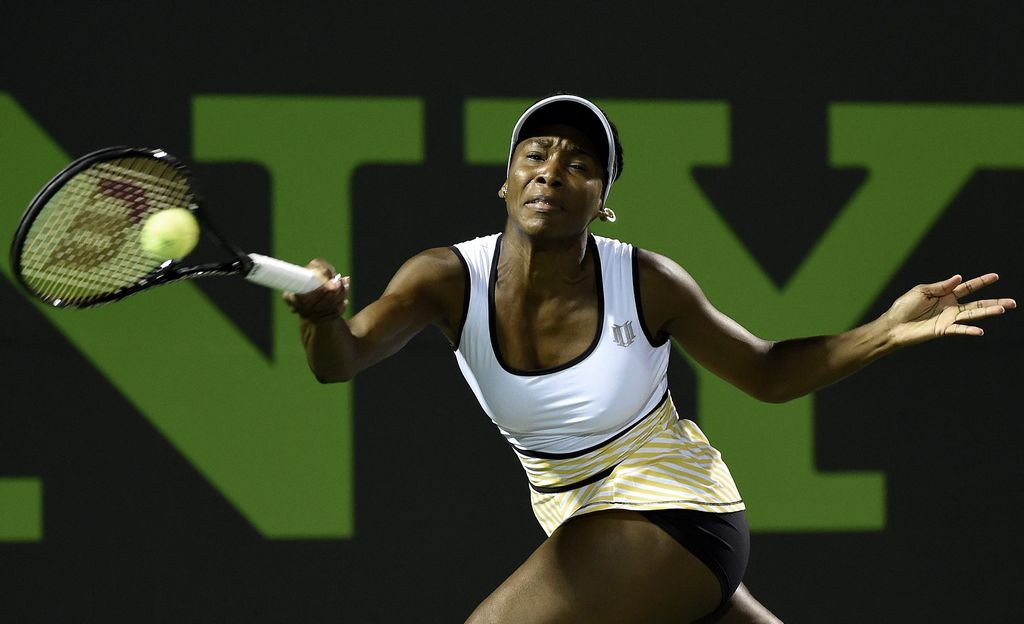 Venus Williams salva el honor familiar pasando a tercera ronda