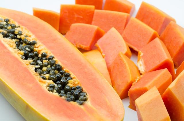 Dos muertes vinculadas a papayas con salmonela importadas de México