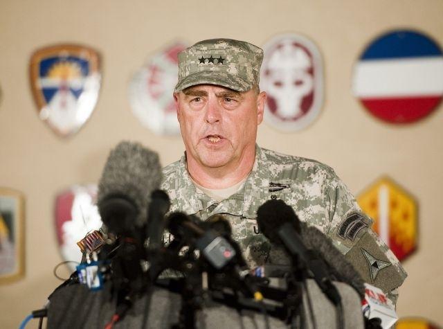 Teniente General Mark Mileey, comandante del Tercer Cuerpo y de Fort Hood durante una rueda de prensa, en la base militar de Fort Hood cerca a Killeen, Texas.