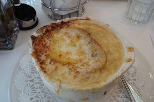Sopa de cebolla, un clásico de la comida francesa
