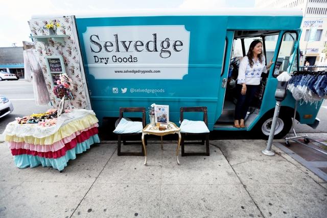 Latinas ponen la moda sobre ruedas en Los Ángeles