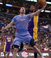 Suman  Lakers su derrota 52