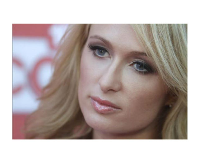 Paris Hilton demanda a una empresa de zapatos por un millón de dólares