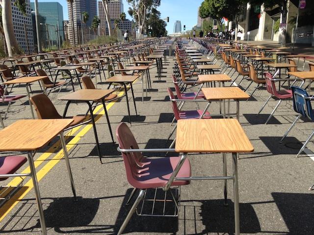 Protestan deserción escolar en L.A. por falta de recursos