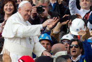 El Papa lleva rito del lavatorio de pies a centro de discapacitados