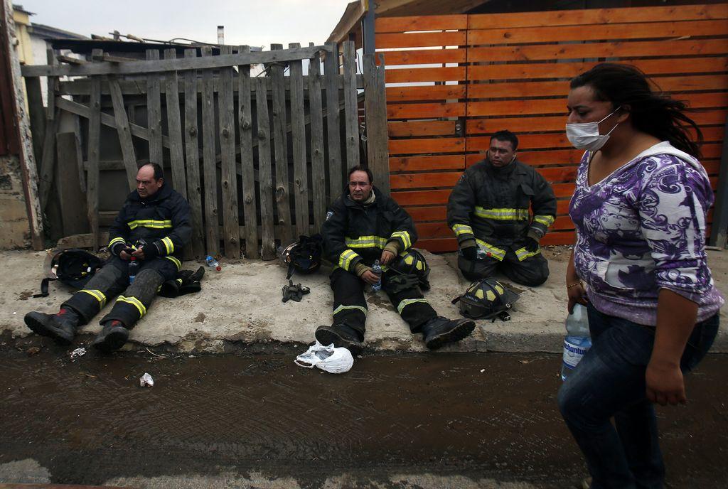 Confirman 12 muertos por incendio en Valparaíso, Chile