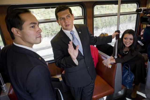 El alcalde de San Antonio, Julián Castro a la izquierda.