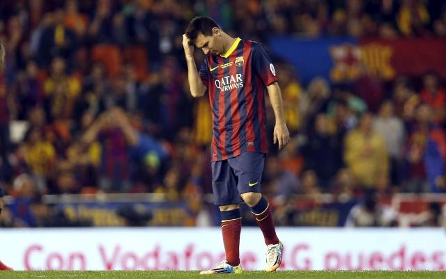 Esta versión de Leo Messi, apático y distante, en los campos de juego preocupa al Barcelona y a Argentina.