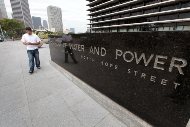 El LADWP cobró por lo menos $67,5 millones de más a los consumidores