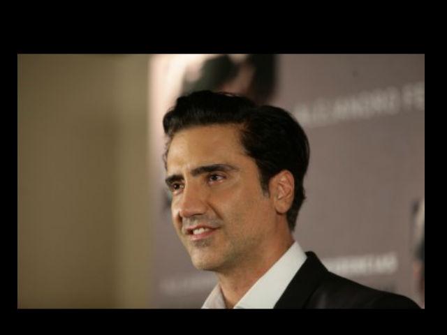 Alejandro Fernandez niega que se está quedando sordo