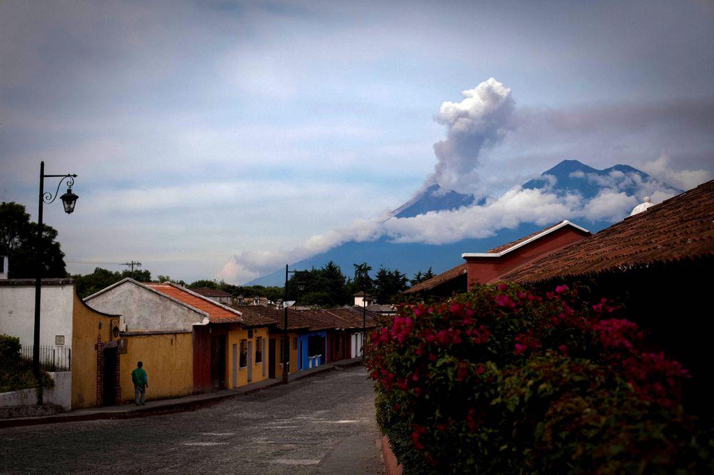 Las explosiones hacen vibrar casas en las aldeas Panimache, Morelia y Santa Sofía.