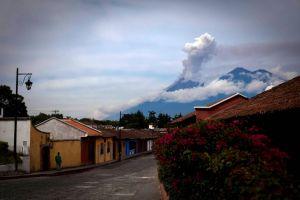 Volcán de Fuego de Guatemala incrementa su actividad