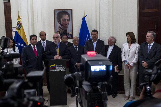Gobierno y oposición continúan diálogo en Venezuela