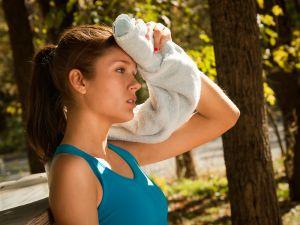 4 remedios caseros para evitar la sudoración excesiva