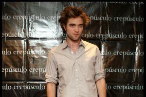 Robert Pattinson cancela filme sobre Saddam Hussein