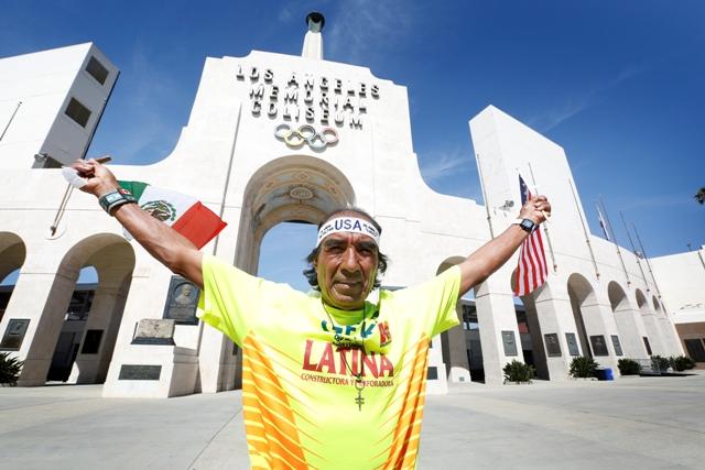 Mexicano impone en L.A. marca de correr sin parar