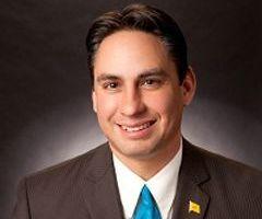 Hispano quiere ser gobernador de Nuevo México a pesar de controversia