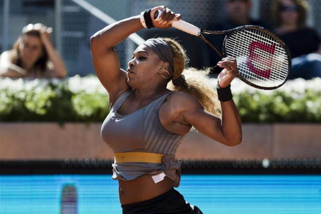 Serena con pie derecho