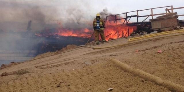 Incendio en puente cierra la Autopista 15 en ambas direcciones